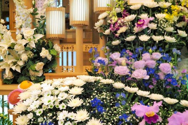 故人や遺族の想いを込めた祭壇を。種類や選び方とは - 家族葬の ...