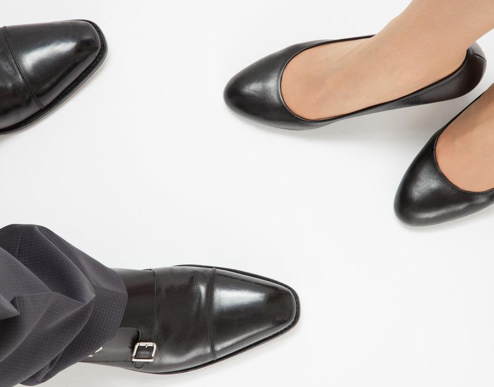 お葬式の靴の選び方。足元のマナーをご紹介