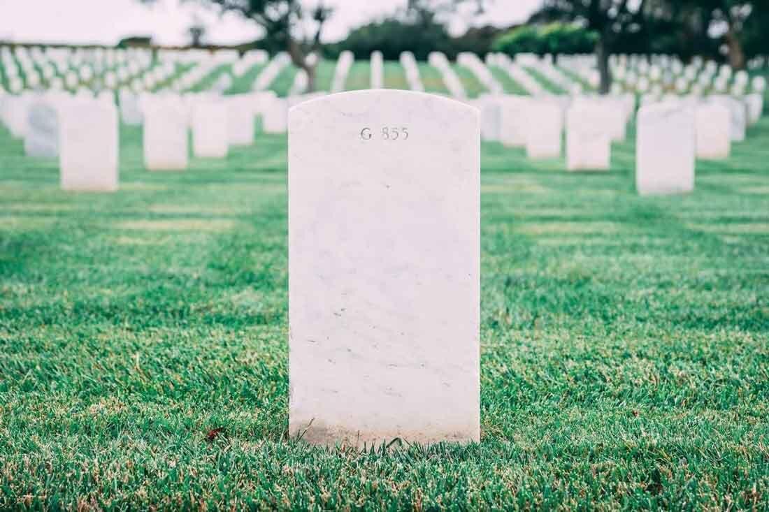 お墓参りを極めよう。墓石掃除、墓花、お供え、持ち物について