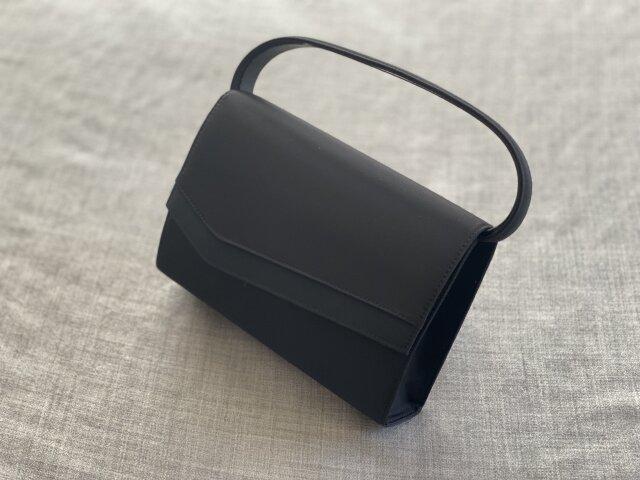 お葬式のバッグの選び方。革製や金具はマナー違反?