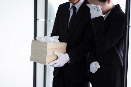 副葬品は何を選べばいい?家族の想いとともに故人を見送る