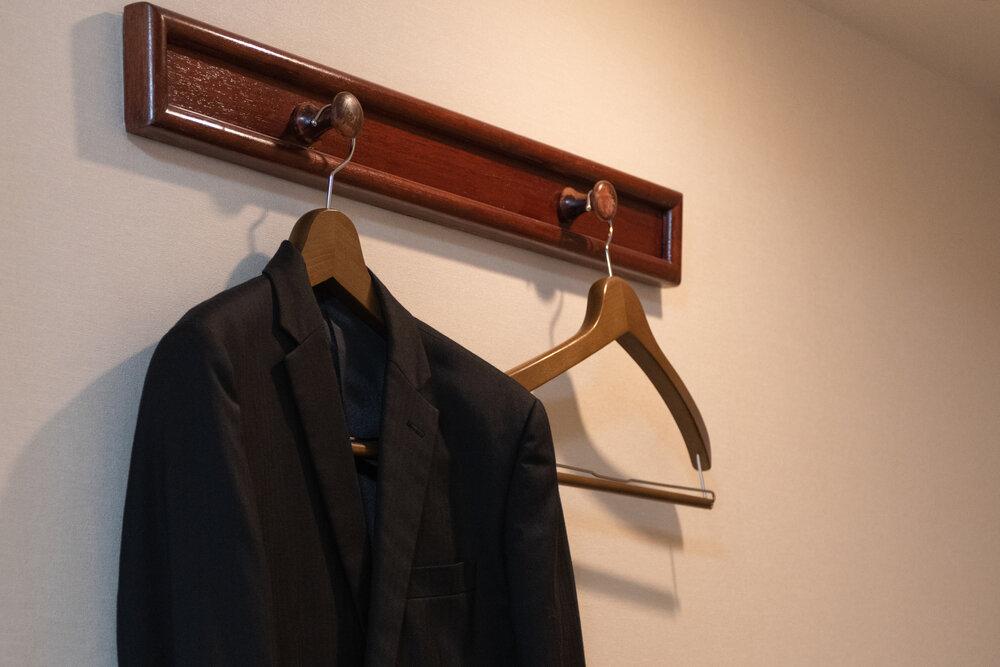 弔事で平服を、と言われたら……。具体的な装いとマナー