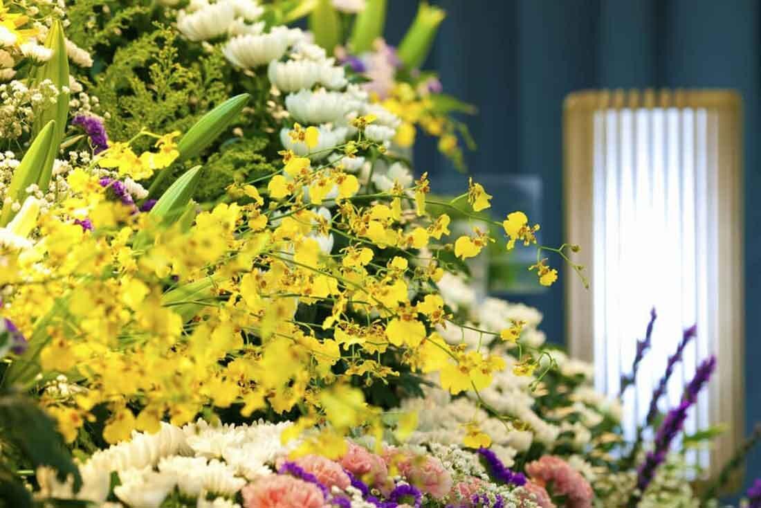 花祭壇でお別れを。好きな花に囲まれた最後にするために