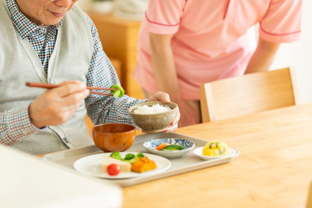 低栄養の原因・症状とは?ケア方法を知って健康的な生活へ