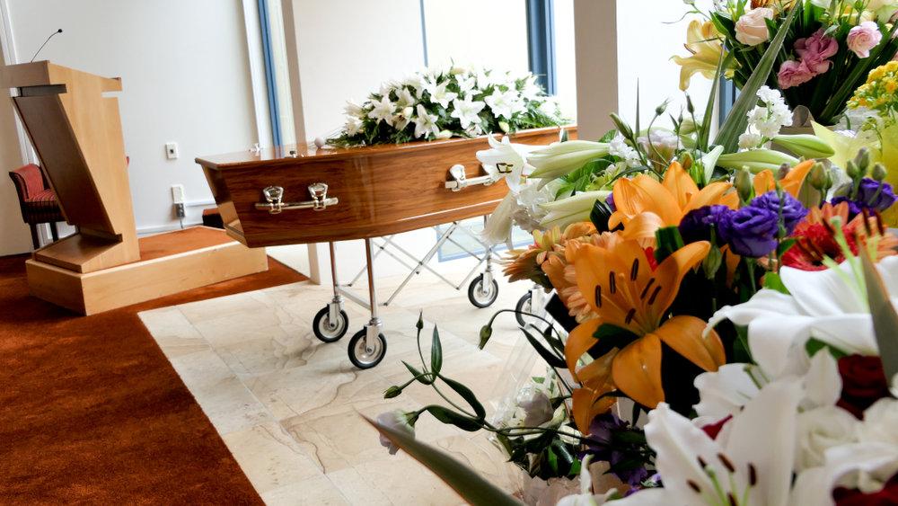棺と花の画像