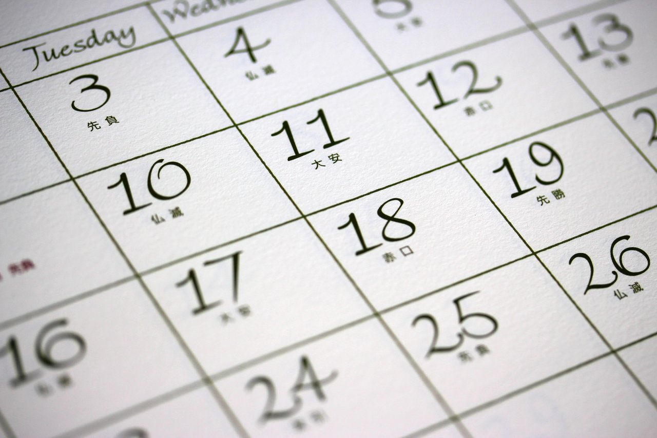 六曜の書かれたカレンダー