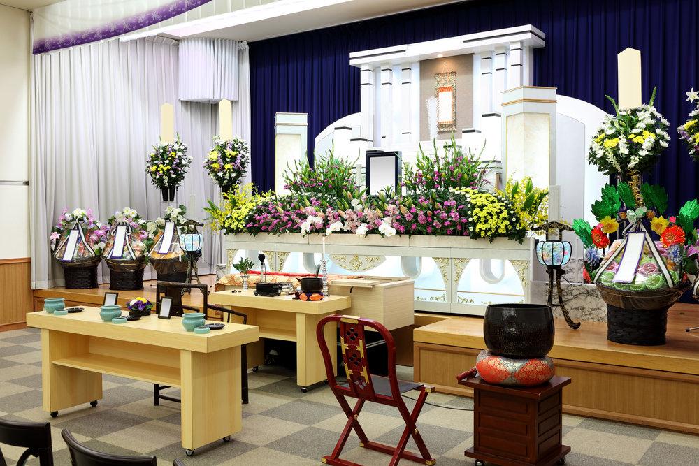 葬儀場の祭壇