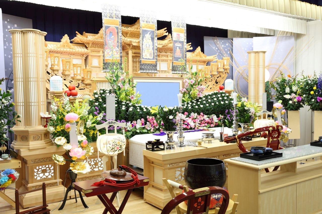 葬儀と祭壇
