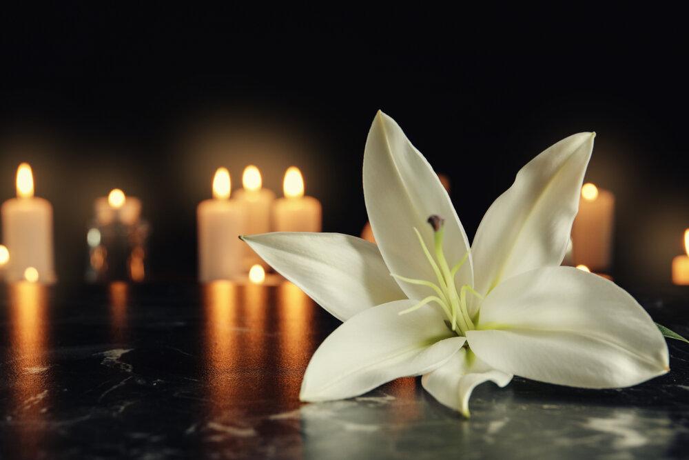 ローソクと百合の花