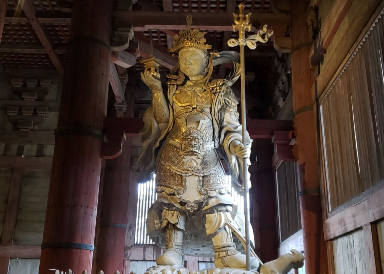 東大寺大仏殿の多聞天立像