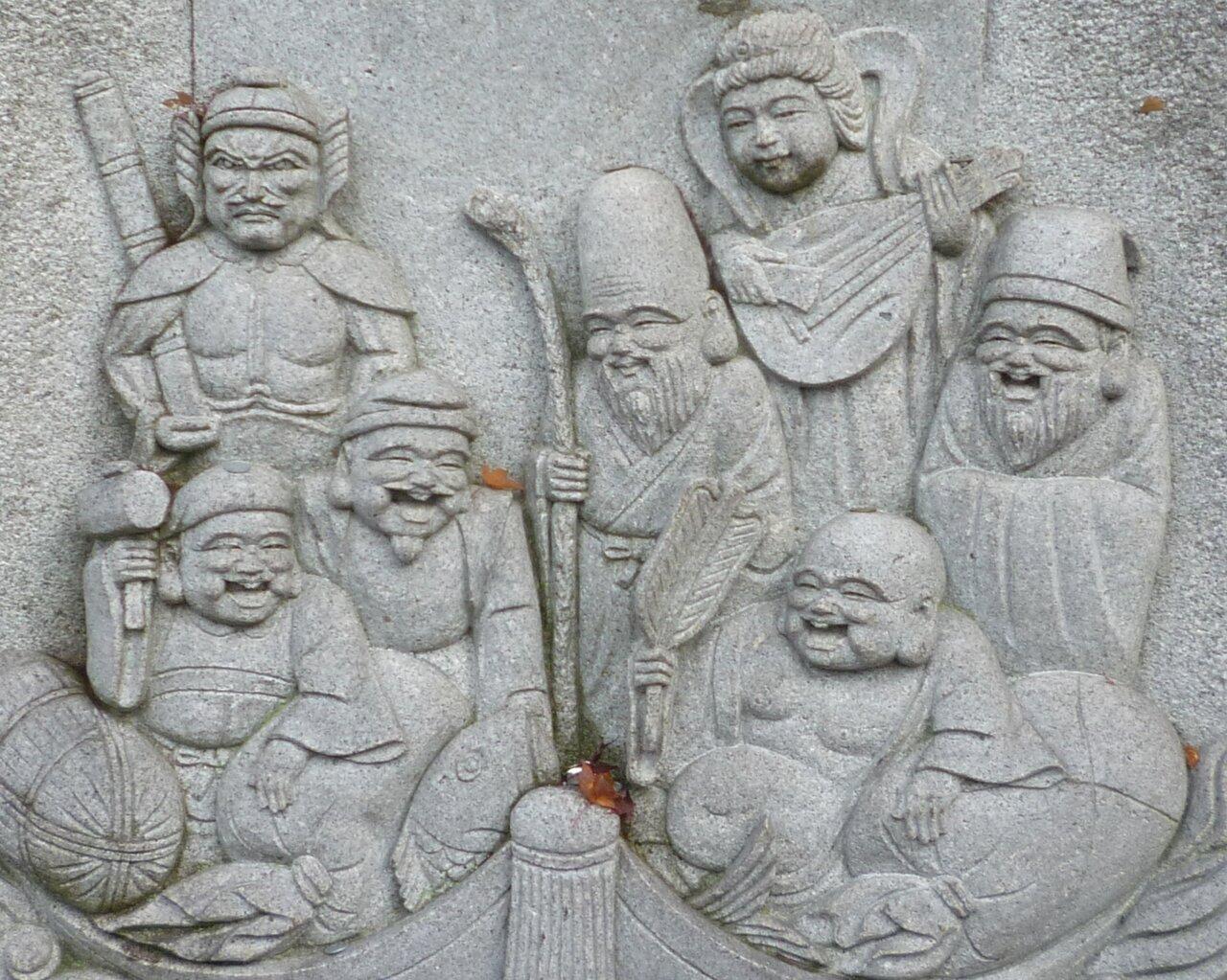 七福神が掘られた石像