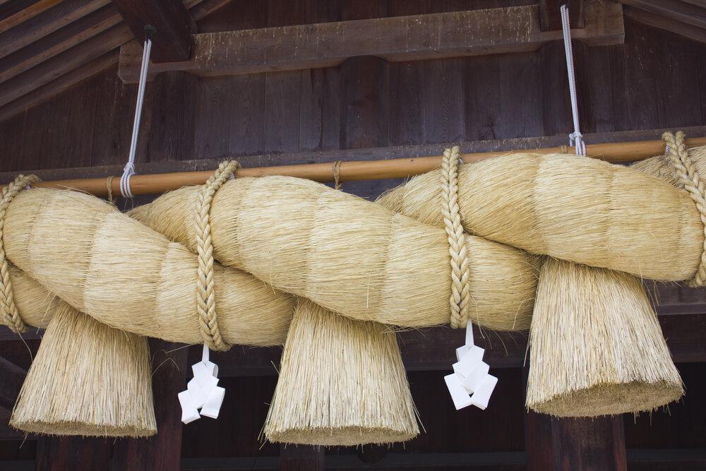 神社の大きなしめ縄