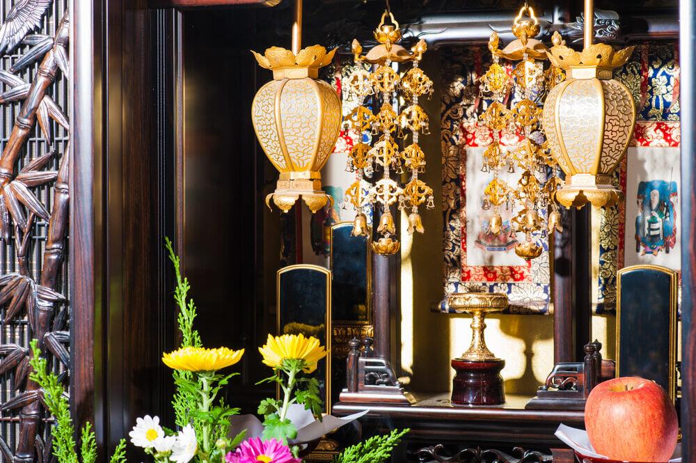 御供物がしてある仏壇