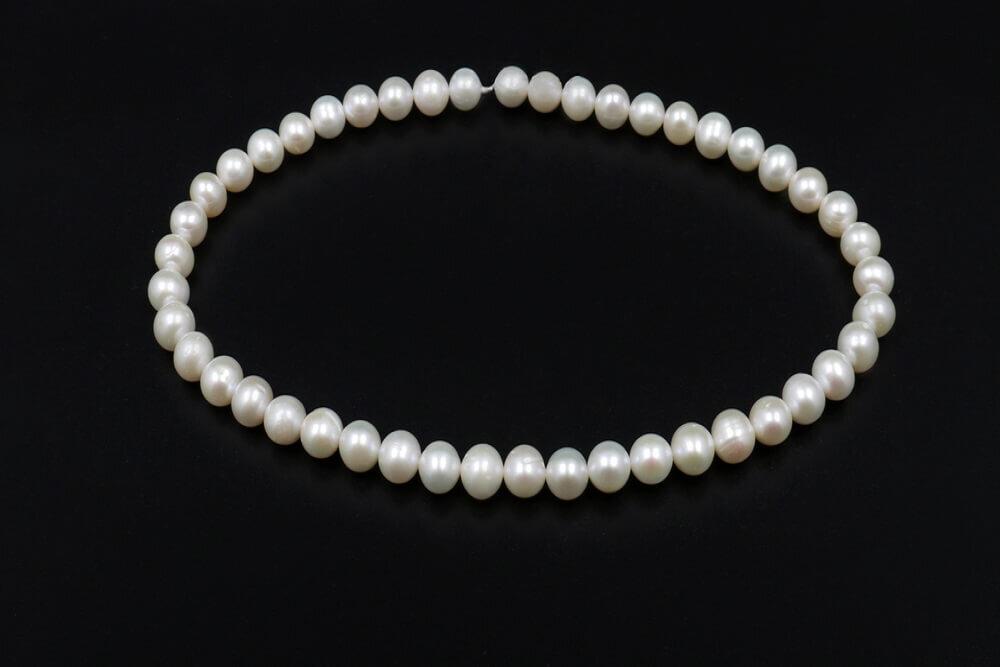白真珠のシンプルなネックレス