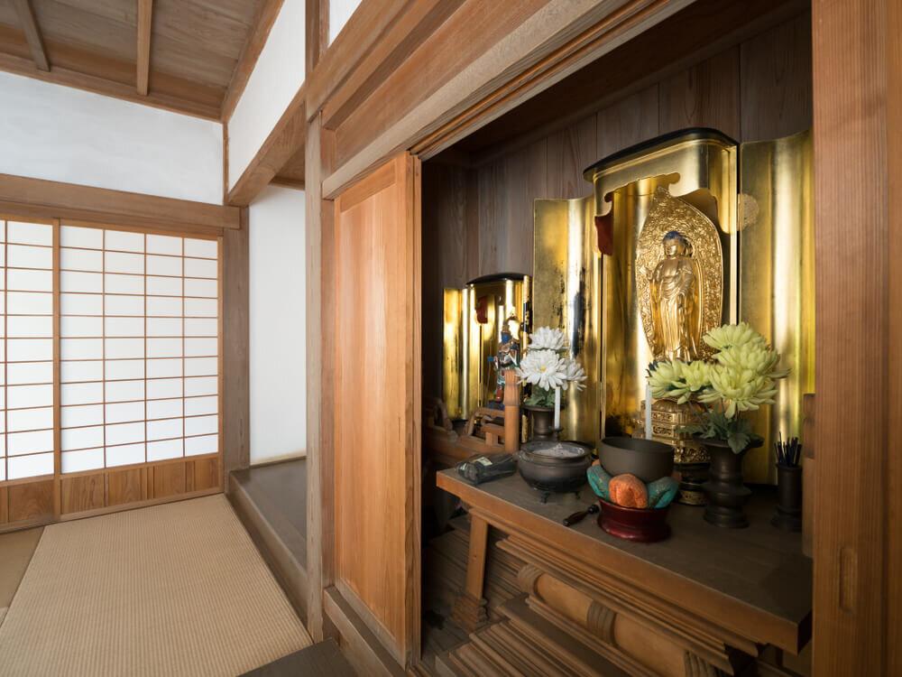 仏壇中央にある本尊
