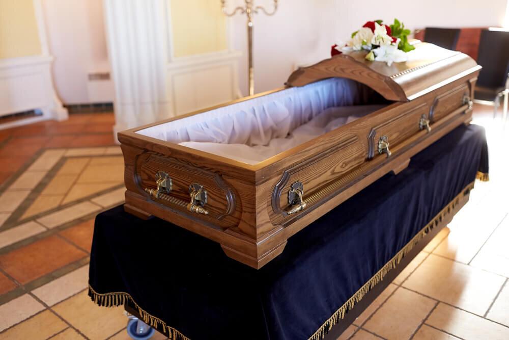 扉が開いた棺