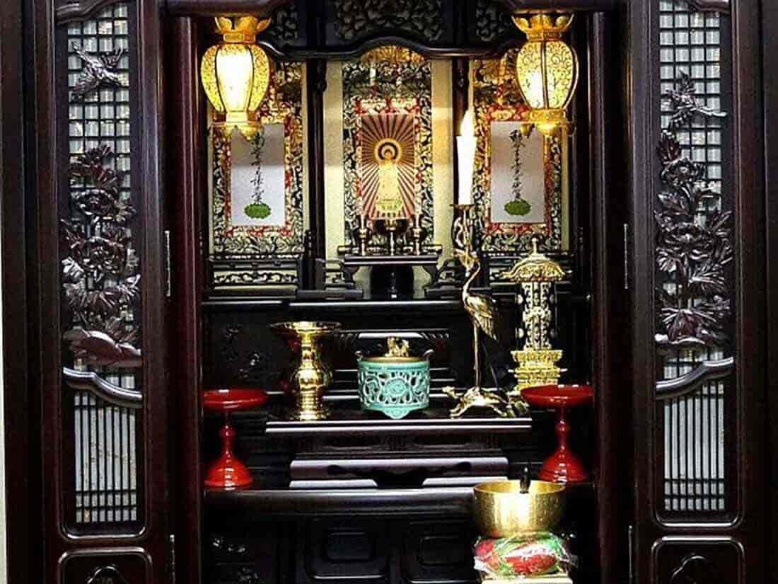 扉が開いた仏壇