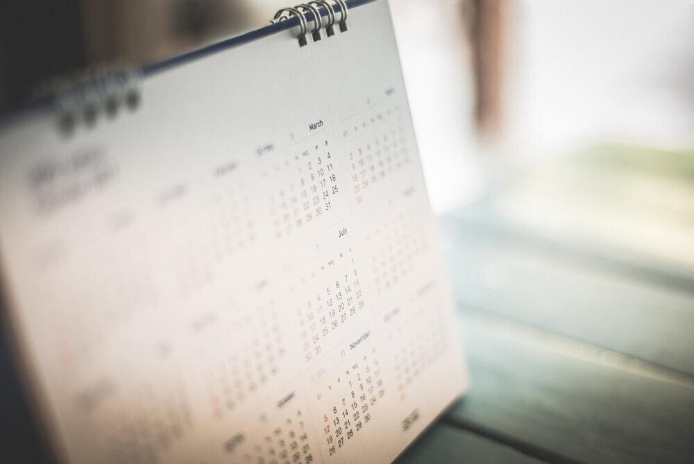 開かれた卓上カレンダー