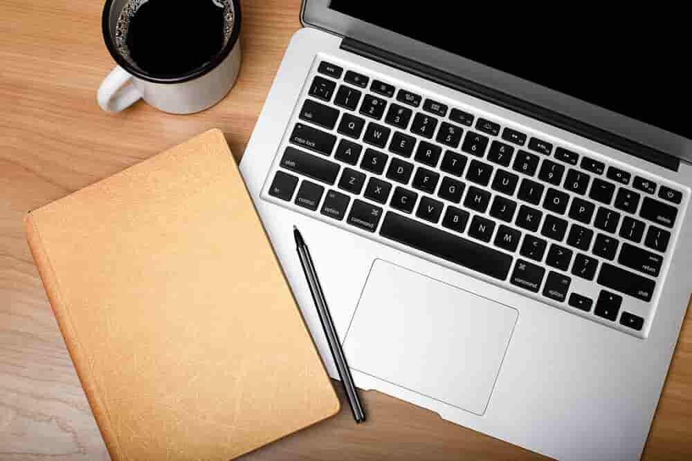 並ぶノートとパソコン