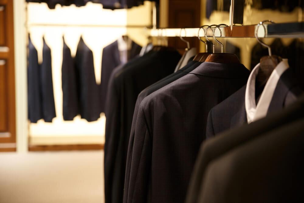 黒のスーツ