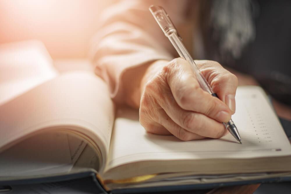 ペンを持つ人