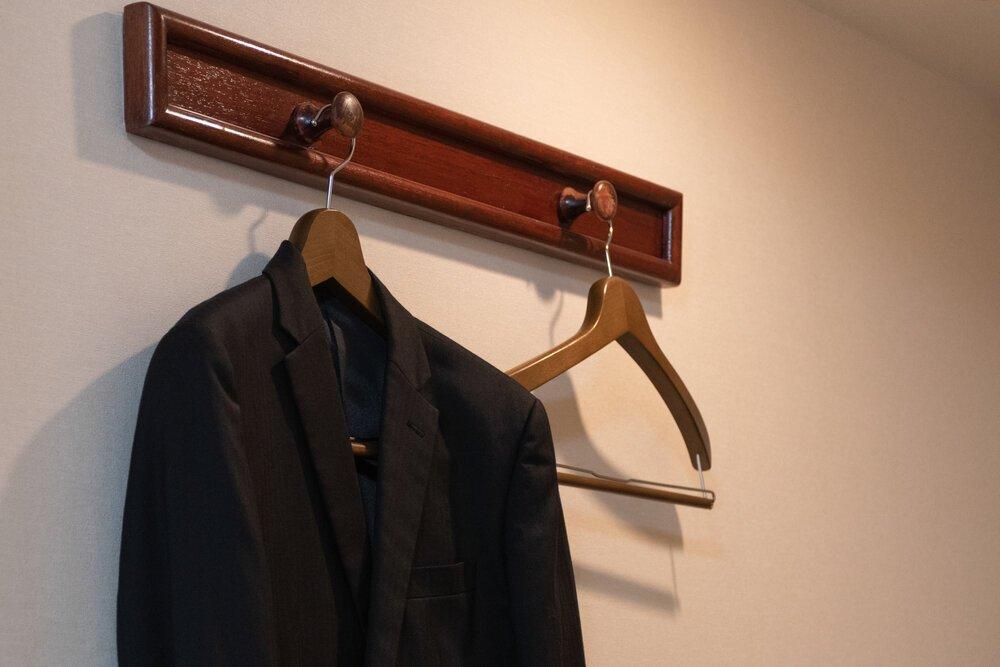 弔事で平服を、と言われたら……。具体的な装いとマナー - 家族葬のファミーユ【Coeurlien】