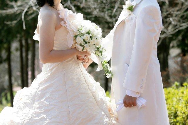 【はじめての友人の結婚式参列】お祝いはいくら包む?服装は?