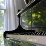 【はじめてのピアノ】子供に初めてピアノを習わせたい!ピアノを習わせるメリットや費用についてご紹介します。