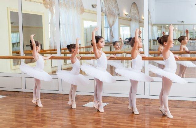 初めて子供にクラシックバレエを習わせるときに抑えておきたいポイントは?