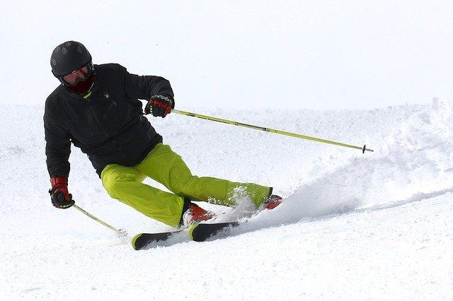 これからスキーを始める方へ!銀世界の中、風を切って気持ちよく滑る方法!