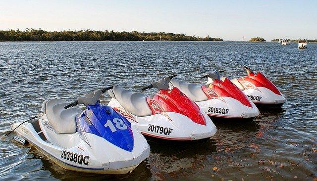 水上を滑走して気持ちいい! 初めて水上バイクに乗りたいと考えている方に