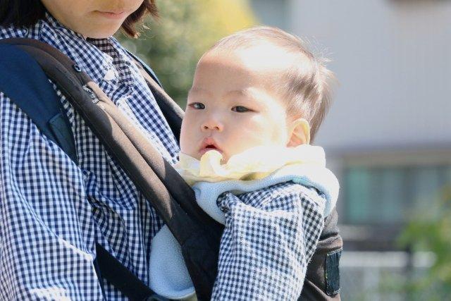 赤ちゃんとのお出かけが快適に!はじめての「抱っこ紐」の選び方
