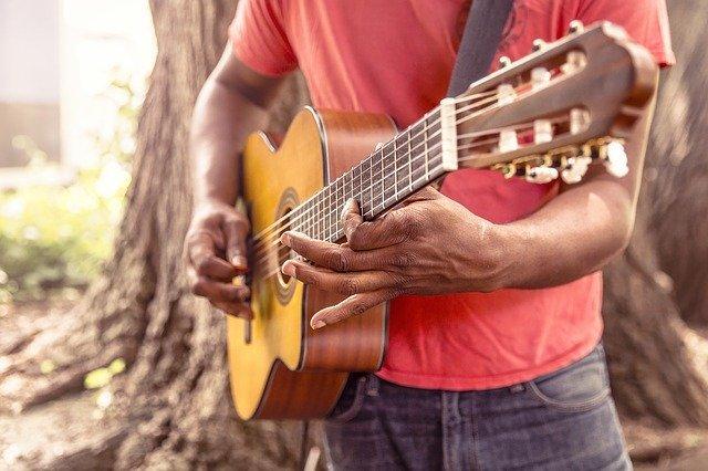 子どもからシニアまでも楽しめるギターを今からはじめよう