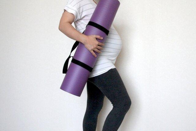 ママにも赤ちゃんにも良い影響がマタニティヨガはじめて妊婦期間もアクティブに!