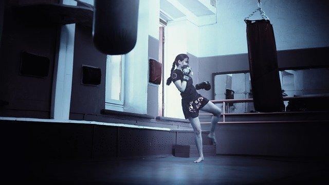 平凡な日常をノックアウト!初心者でも安心、キックボクシングの楽しみ方