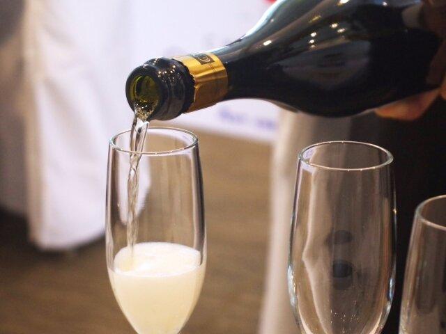 はじめてのシャンパンを美味しく、楽しく!プレゼントにも最適です