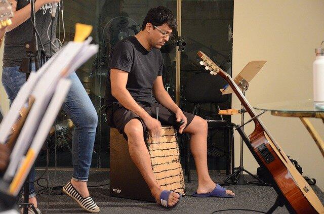 ただの箱じゃない。アコースティックな打楽器カホンを始めませんか?