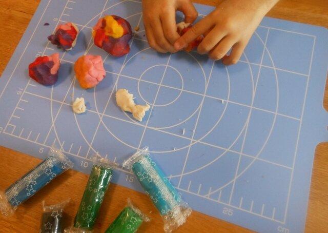 大人もハマる!子どもから大人まで楽しめる粘土遊びを始めてみよう!