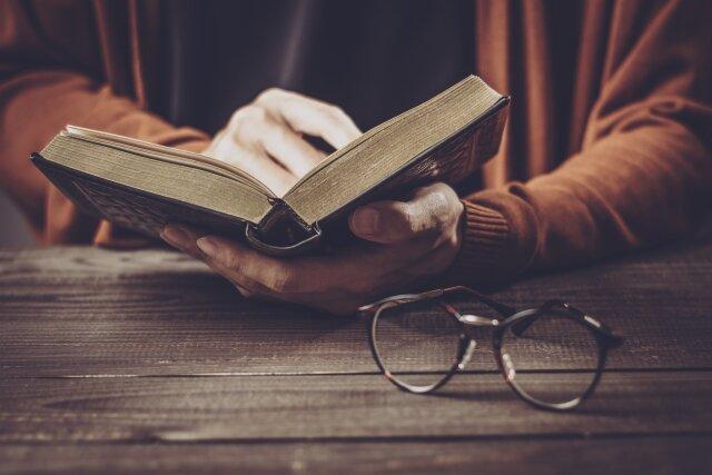 ヘミングウェイを初めて読む前におすすめ作品とその生涯について