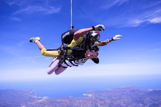 一生に一度は体験してみたい!スカイダイビングに初チャレンジしよう!