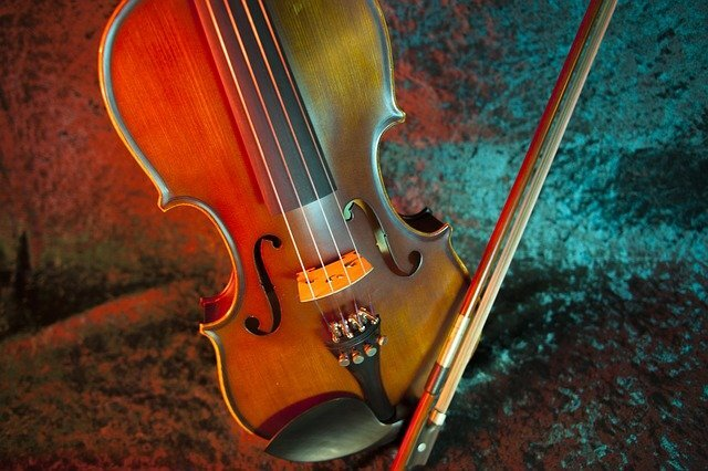 バイオリンをはじめるために!初心者におすすめの曲や練習が知りたい!