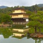 【京都】風水的にも強力なパワースポット。金運と商売運アップに金閣寺へ。絵馬に願いを込めて!