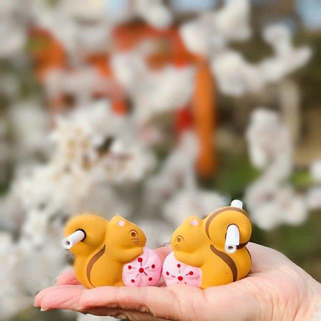 "마유♡ℳayu on Instagram: "".☆.。.:*・° 京都『 平野神社 』 平野神社近くのカフェには来たことあるけど、神社内に入った事なし せっかく近くのカフェに来たので初めてお参りに行き『 リスのお告げ 』という、おみくじ 過去picにもアップしてますが、可愛い系おみくじ集めてます 鳥居の前には桃桜が満開🌸…"" (1917)"