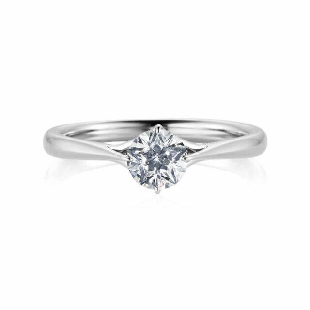 眠れる森の美女にインスパイアされたフェスタリアの婚約指輪
