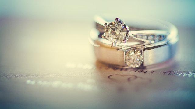ダイヤモンドがあしらわれたリング