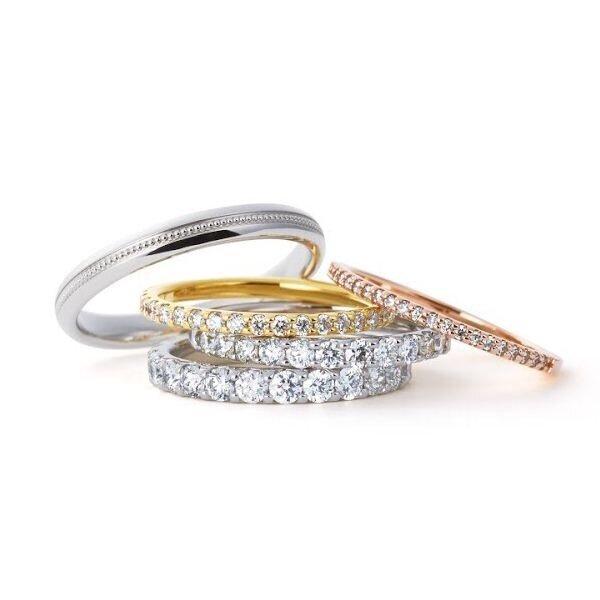 人気の高い婚約指輪デザインであるエタニティ
