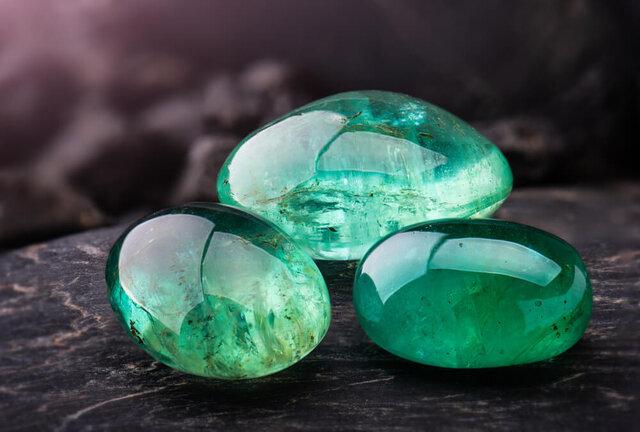 緑の石には癒しのパワーが?カラーストーンの種類や魅力を解説 -