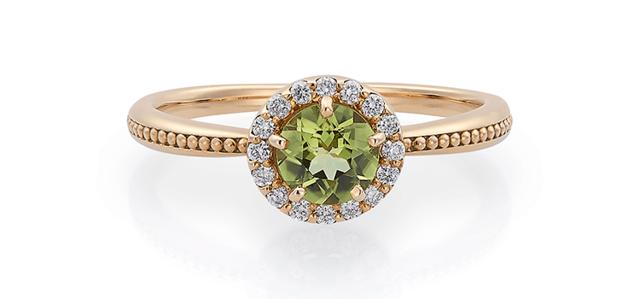 ダイヤモンドに囲まれたペリドットのリング