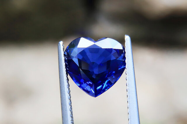ハート型のブルーダイヤモンド