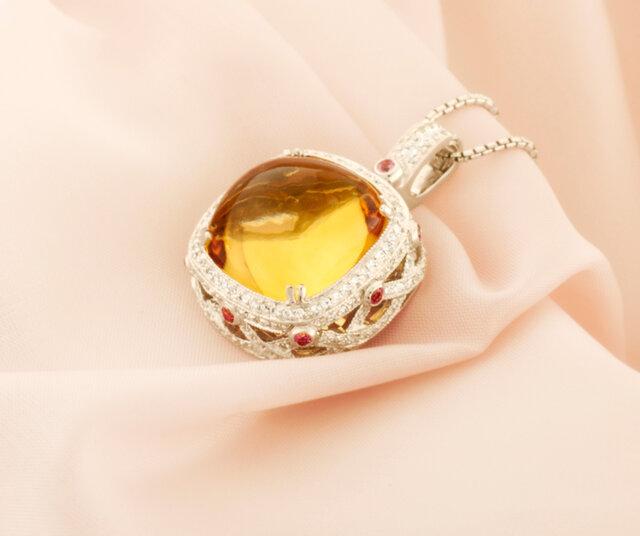 シトリンとダイヤモンドのネックレス